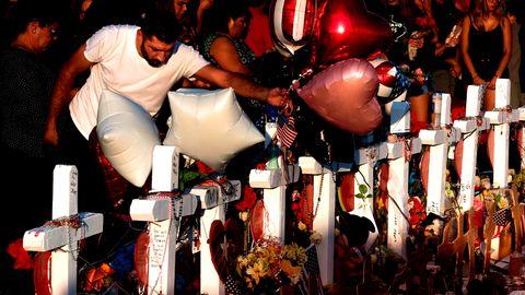 El Paso, Texas: Menschen gedenken der 22 Opfer der Schießerei in einem Supermarkt