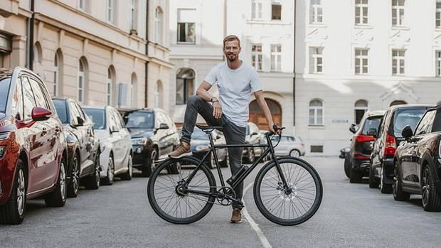 Joko nutzt seine Popularität, um das E-Bike bekannt zu machen