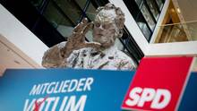 Skulptur von Willy Brandt in der SPD-Parteizentrale