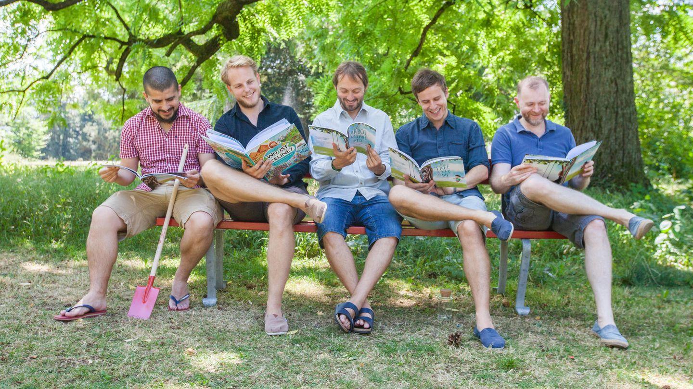 Die fünf Librio-Gründer mit ihren Büchern