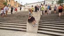 Italien: Spanischen Treppe in Rom: Hinsetzen verboten – hier werden Touris direkt abkassiert