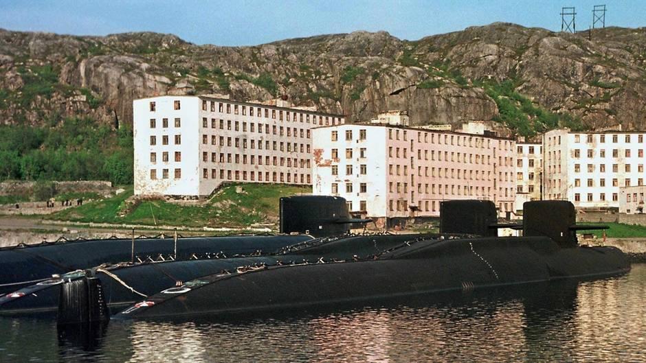 Anlegestellen der wichtigsten russischen Flotte der Nordmarine in der Stadt Sewerodwinsk