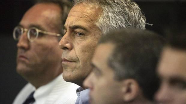 2008 standJeffrey Epstein in Florida vor Gericht, kam aber mit einer kleinen Strafe davon.