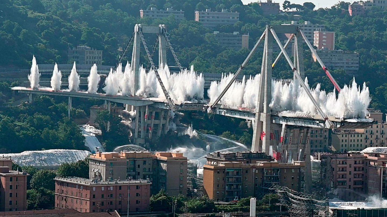Die Überreste der eingestürzten Morandi-Brücke in Genua werden gesprengt