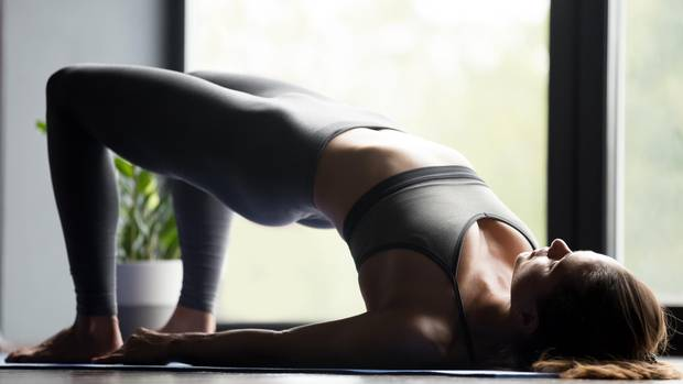 Diese Übung stärkt den Beckenboden