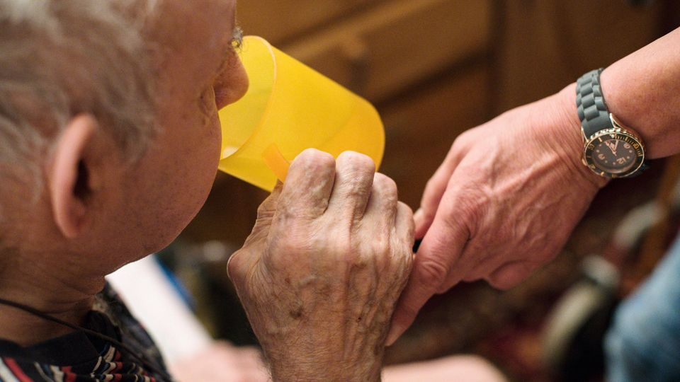 Angehörigen-Entlastungsgesetz - Pflege - Pflegebedürftigkeit