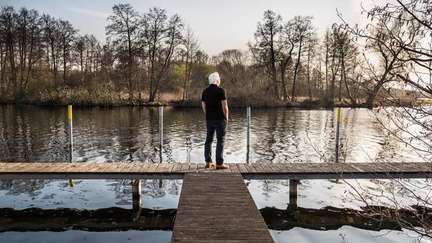 Entspannt an der Havel: Im brandenburgischen Saaringen teilt sich Steinmeier ein Haus mit Freunden. Der Ort liegt in seinem früheren Wahlkreis