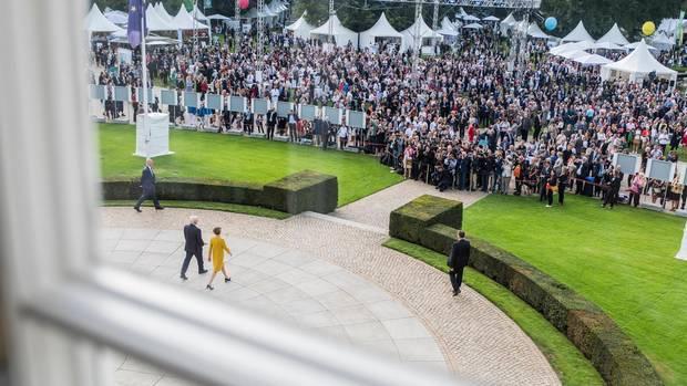 Frank-Walter Steinmeier und Elke Büdenbender eröffnen ein Bürgerfest im Schloss Bellevue im September 2018