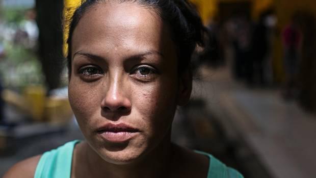 Alba Rodríguez im Innenhof des Frauengefängnisses in Ilopango, San Salvador, El Salvador.