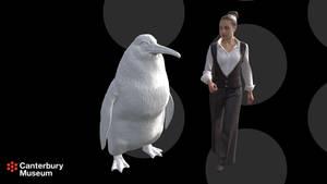 Menschengroßer Pinguin neben einer animierten Frau