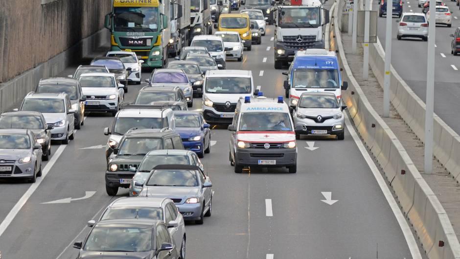 Die Rettungsgasse kann Leben retten, leider sind viele Autofahrer uneinsichtig.