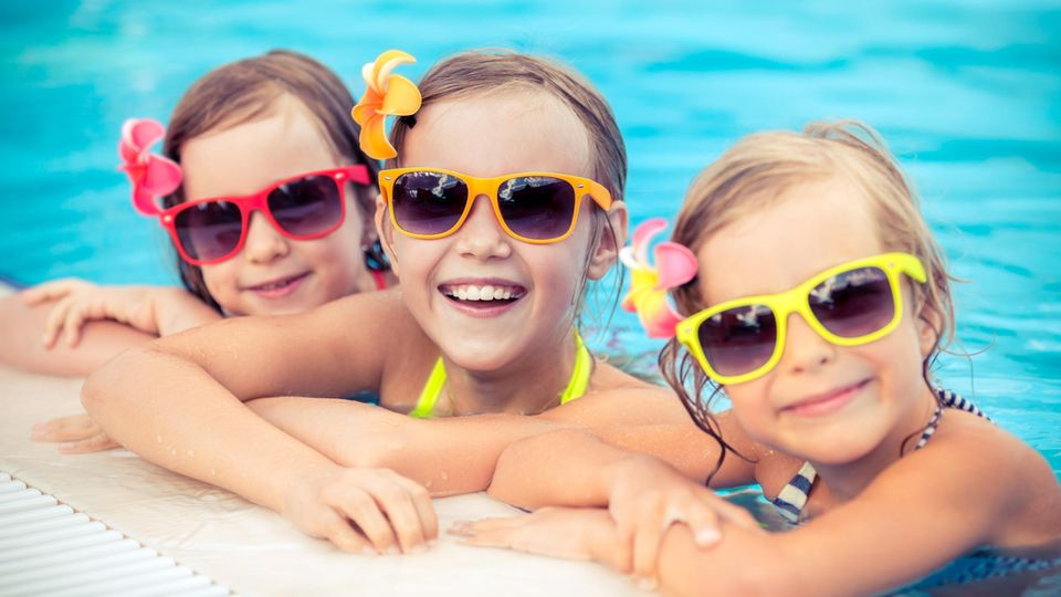Sunglasses with UV protection for children's eyes