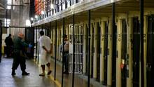 Ein Insasse verlässt seine Zelle im berüchtigten US-Gefängnis San Quentin in Kalifornien