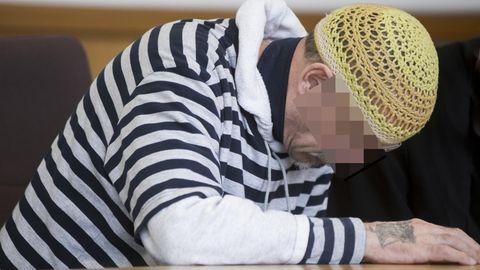 Der Angeklagte sagt, es quäle ihn, über das Vergangene zu reden