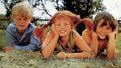 """Die Kinderstars aus """"Pippi Langstrumpf"""" bei den Dreharbeiten 1969:Pär Sundberg (""""Tommy""""), Inger Nilsson (Mitte, """"Pippi) und Maria Persson (""""Annika"""")"""