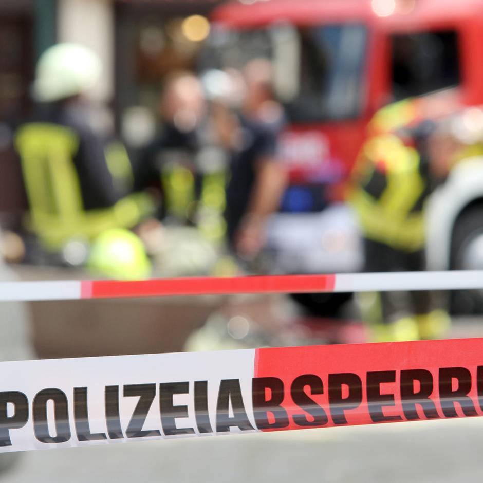 News von heute: Autofahrerin kracht durch Zaun und stürzt 20 Meter tief Abhang herunter