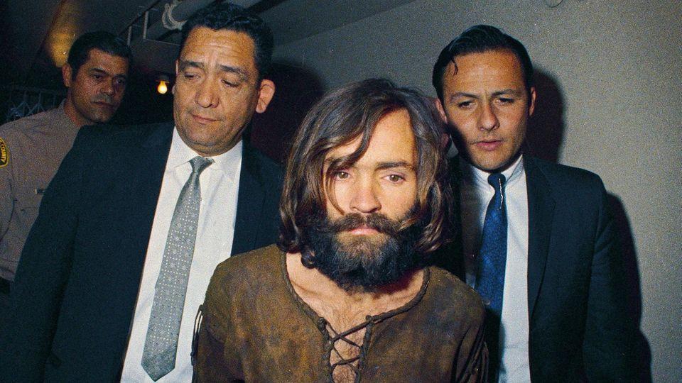 Mitglieder von Charles Mansons Bande töteten Sharon Tate mit 16 Messerstichen