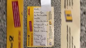 Diesen Zettel hinterließ der Paketbote, nachdem er den Brand verhindert hat.