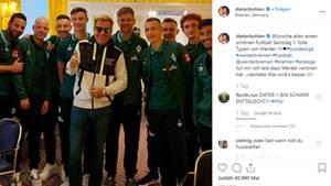 Dieter Bohlen posiert mit Jungs von Werder Bremen - Jan Delay findet das gar nicht lustig