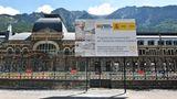 Schon seit 1970 wurde derZugverkehr nach Frankreich eingestellt. 2013 kaufte die Regionalregierung von Aragón die Ruine undhob siein den Rang eines schützenwertes Kulturerbes.