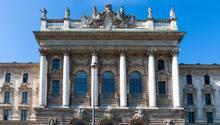 Frontalansicht des Landgericht München