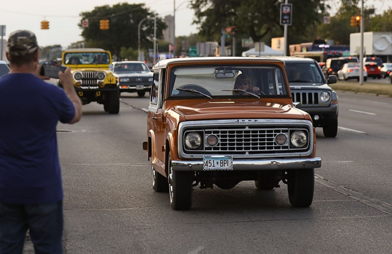Ein klassischer Jeep ist ein Blickfang