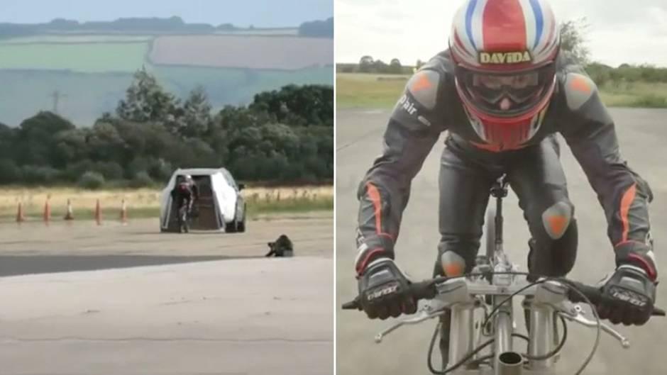 Extremsportler mit Schutzkleidung und Helm auf einem Fahrrad