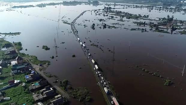 Russland: Dieses vom russischen Katastrophenschutzministerium zur Verfügung gestellte Bild zeigt ein überschwemmtes Gebiet in der Region Irkutsk