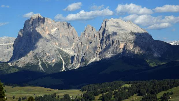 Im Osten der Seiser Alm: der 3181 Meter hohe Langkofel und Plattkofel