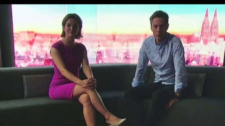 """Die """"Moma""""-Moderatoren Anna Planken und Sven Lorig sitzen im Dunkeln"""