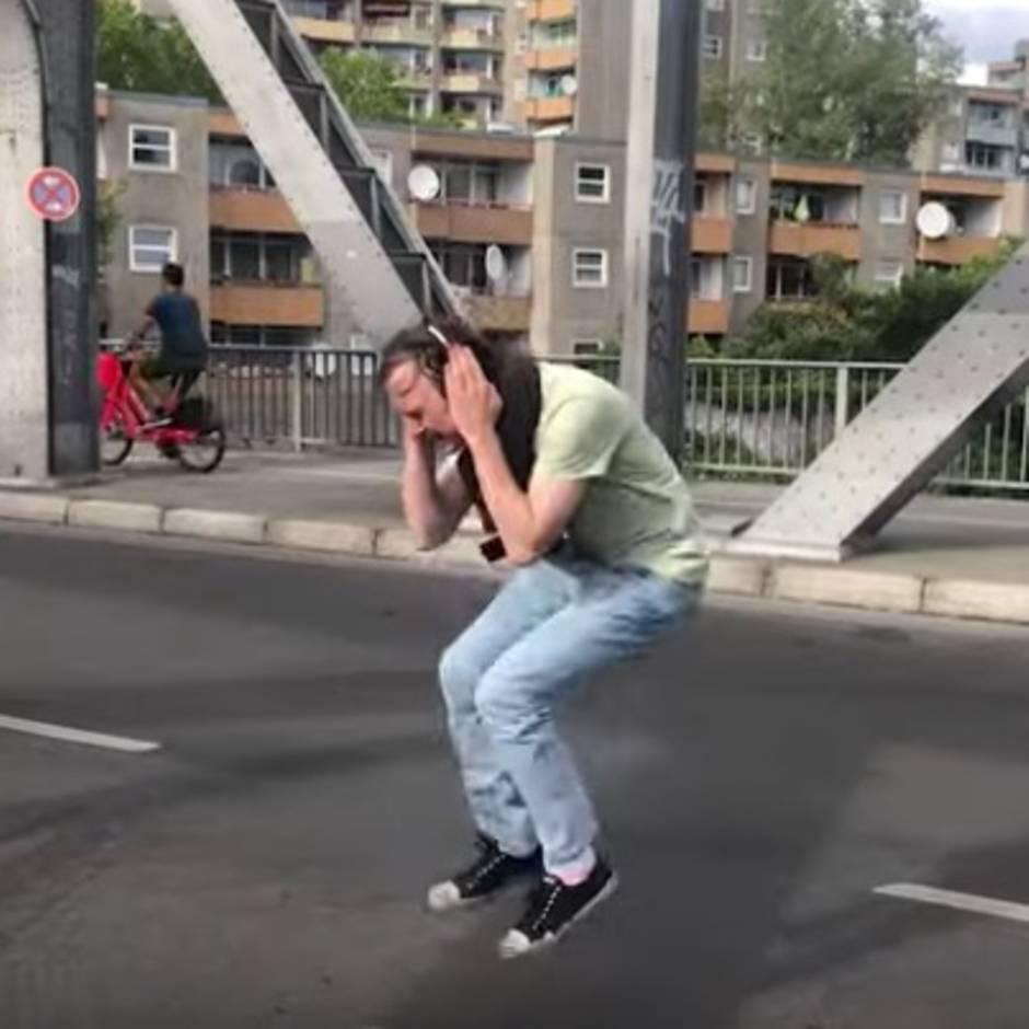 """Deichkind """"Keine Party"""": So genial kann ein Musikvideo funktionieren – wenn man mit Lars Eidinger befreundet ist"""