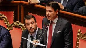 Italiens Innenminister Matteo Salvini (l.) und Regierungschef Giuseppe Conte