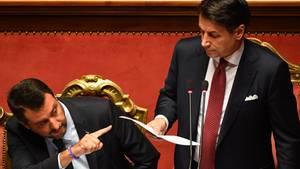 Machen sich gegenseitig Vorwürfe:Giuseppe Conte (r.) und Matteo Salvini (l.)