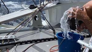 """Haarewaschen geht an Bord der """"Malizia II"""" auch ohne Dusche"""