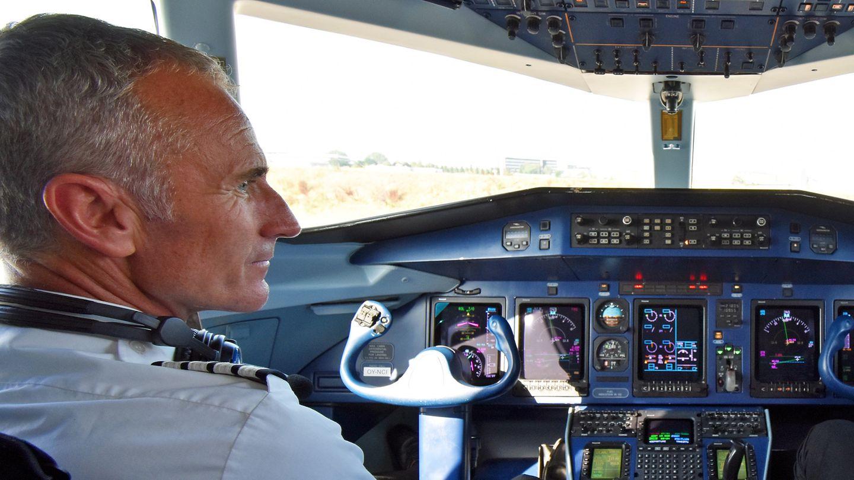 Arbeitsplatz Cockpit:Flugkapitän Gerhard Müller in einerDornier 328 von Sun Air