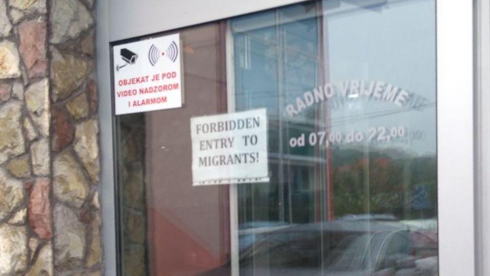 Schild mit der Aufschrift Flüchtlinge nicht willkommen