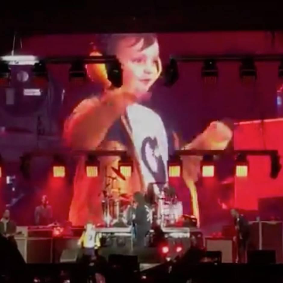Bei Konzert in Irland: Foo Fighters holen fünfjährigen Fan auf die Bühne – und er rockt die Show