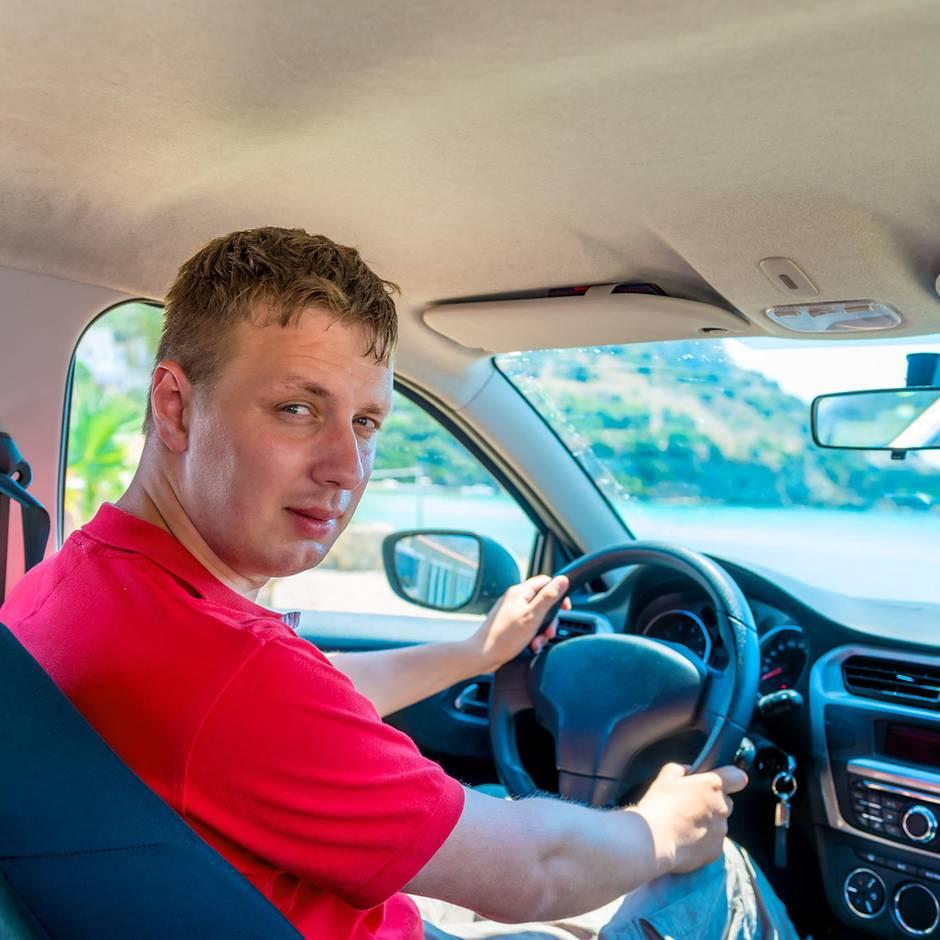 Kleine Verkehrsfibel: Fahren mit Scheuklappen: Haben eigentlich alle vergessen, was der Schulterblick ist?