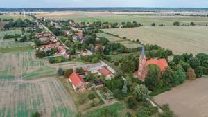 Luftansicht des ostdeuschen Dorfes Neuküstrinchen