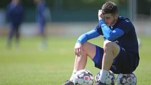 Jairo Samperio schafft es wieder auf dem Spielfeld für den HSV nach einem Jahr in der Reha