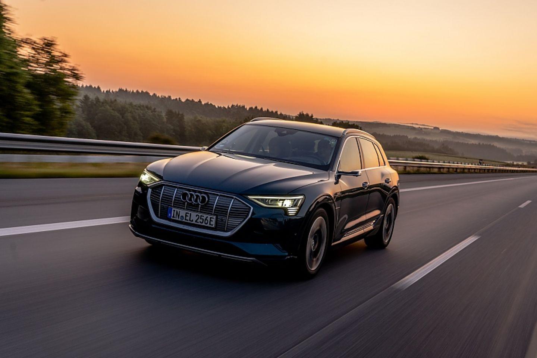 Der Audi E-Tron 55 quattro kommt dank seines Allradantriebs auf allen Gebieten und Untergründen gut zurecht