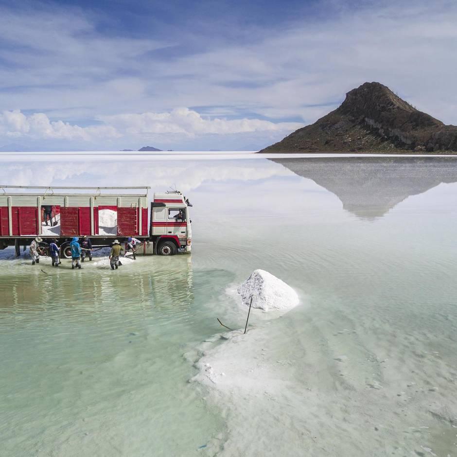 Handys, Laptops und Co.: Der Schlüsselrohstoff Lithium könnte das arme Bolivien reich machen. Doch zu welchem Preis?