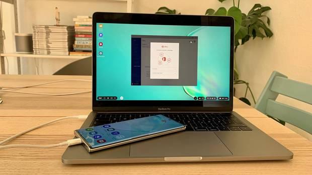 Samsung Galaxy Note 10+ mit Dex-Verbindung auf einem MacBook Pro