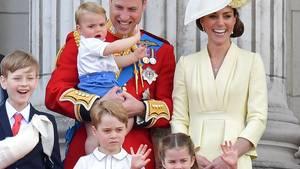 Prinz William und seine Frau Kate mit ihren drei Kindern Louis, George und Charlotte