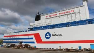 Das erste schwimmende Atomkraftwerk mit dem Namen Akademik Lomonossow liegt am in einem Hafen in der Stadt Murmansk