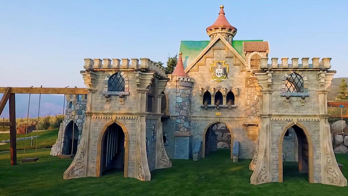 """Mini-Hogwarts im Garten: Dieses Spielhaus erfüllt den Traum jedes """"Harry Potter""""-Fans"""