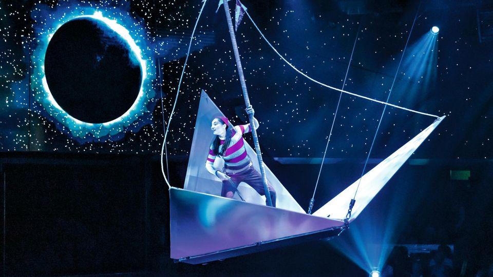 """""""Syma""""ist eine von zwei Shows auf der """"MSC Bellissima"""". Die Handlung: Ein Seemann erleidet Schiffbruch und landet auf einer geheimnisvollen Insel"""