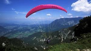 Ein Paragleiter aus Deutschland ist in Österreichtödlich verunglückt (Symbolbild)