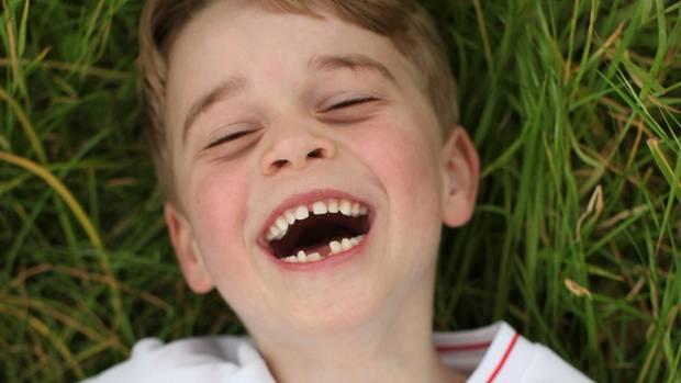"""""""Man kann nicht verstehen, warum er sich so über den Ballett-Unterricht freut"""", kommentierte die TV-Moderatorin dieses Foto von Prinz George, aufgenommen von seiner Mutter Kate im Garten ihres Hauses im Kensington-Palast"""