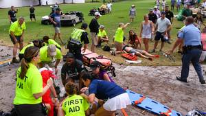 Erstversorgung auf dem Golfplatzdes East Lake Golf Clubs in Atlanta. SechsGolf-Fans wurden verletzt.